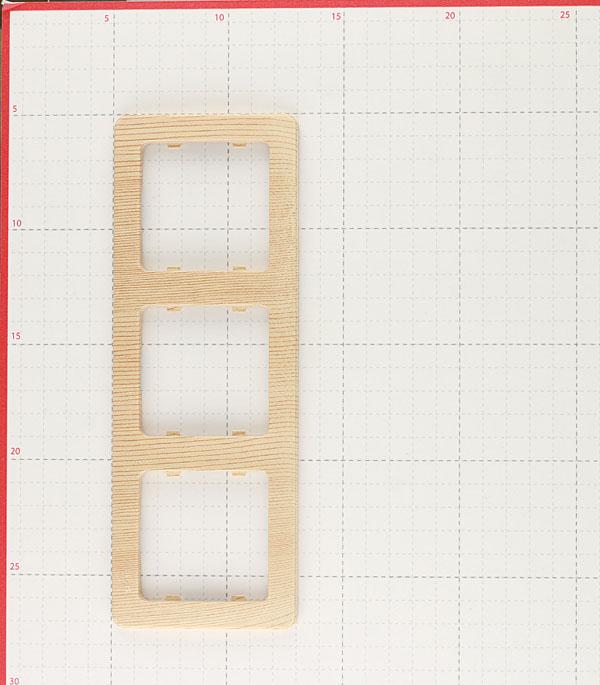 Рамка HEGEL Master Р403-02 трехместная горизонтальная сосна фото
