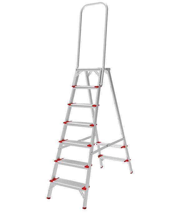 Фото - Стремянка Новая высота NV 5136 7 ступеней алюминиевая с увеличенной дугой безопасности ступень 130 мм стремянка новая высота nv 5110 7 ступеней алюминиевая усиленная ступень 130 мм