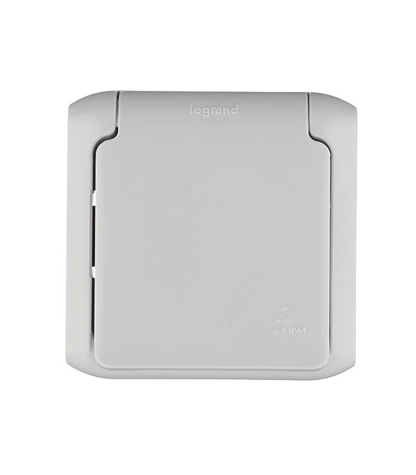 Розетка Legrand Quteo о/у с заземлением с крышкой влагозащищенная IP44 со шторками серый выключатель 2 клавишный наружный ip44 белый 10а quteo